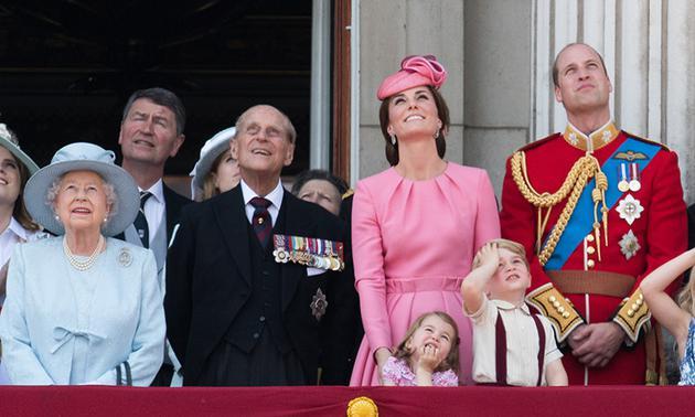 英国王室一起参加英国皇家军队阅兵仪式